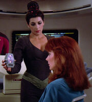 Deanna Troi hypnotizes Beverly Crusher