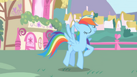 Rainbow Dash finishes her rainblow dry S1E01