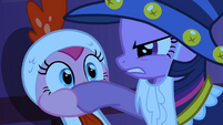 Twilight covers Pinkie Pie&#39;s mouth S2E04