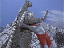 Red king vs ultraman 2