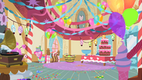 Pinkie Pie going back to her room S1E25