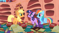 Applejack &quot;And Rainbow Dash here&#39;s the only pony to ever pull it off!&quot; S1E16