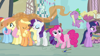 Rarity &amp; Spike sweet smelling food S3E4