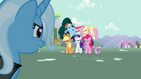 Trixie looks at Twilight&#39;s friends S3E05