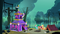 Applejack, Rainbow Dash, Scootaloo and Apple Bloom sees Rarity&#39;s tent S3E06