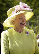 433px-Elizabeth II greets NASA GSFC employees, May 8, 2007 edit