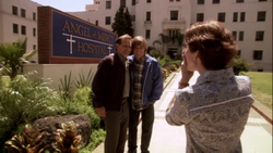 250px-1x04_-_Let%27s_Give_the_Boy_a_Hand_18.png