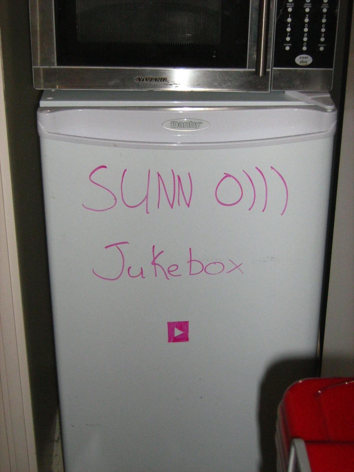 [Image: Sunn_o)))_jukebox.jpg]