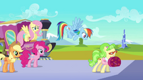 Rainbow Dash tries to get Ms. Peachbottom&#39;s attention S03E12