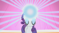 Rarity's horn glowing S1E14