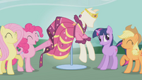 Twilight posing cool S1E14