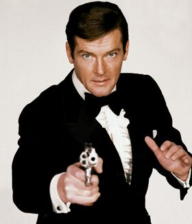 Bond - Roger Moore - Profile