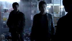 Jeremy-and-Damon-Kol-in-TVD-4.11-Catch-Me-If-You-Can