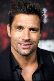 Manu bennett