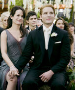 -The-Twilight-Saga-Breaking-Dawn-Part-1-Stills-Carlisle-Esme-esme-and-carlisle-cullen-26574857-1024-681