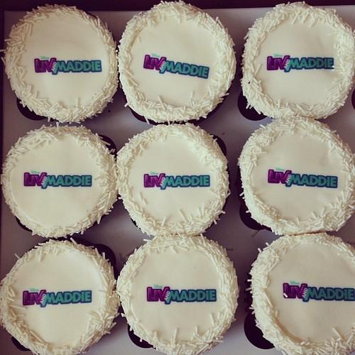 Liv_and_maddie_cupcakes.jpg