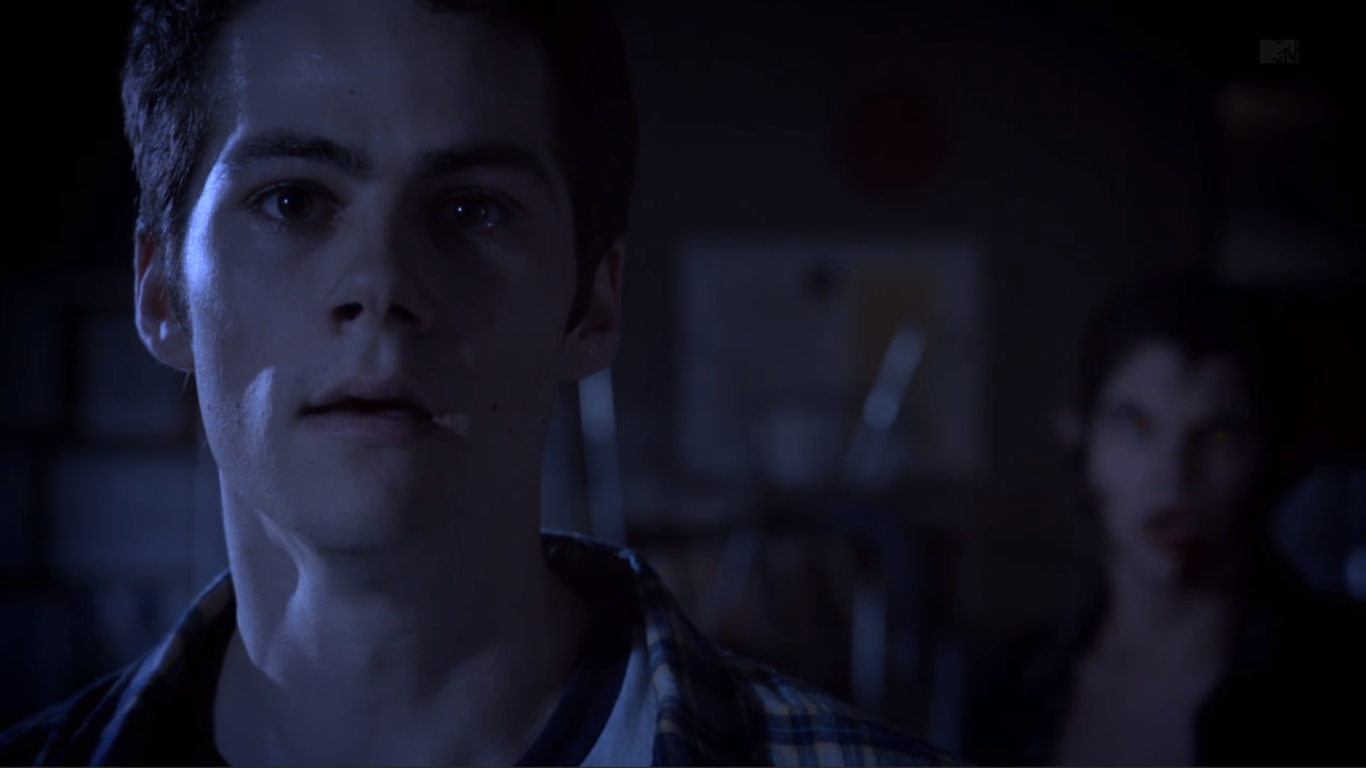 Teen Wolf (II) - Page 3 Teen_Wolf_Season_3_Episode_9_The_Girl_Who_Knew_Too_Much_Dylan_O'Brian_Stiles_worried