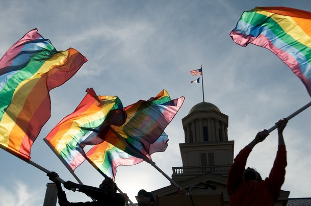 Iowa And Vermont Decriminalize Gay Marriage Edit