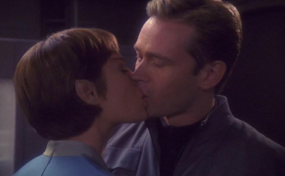 T'Pol_kisses_Sim.jpg