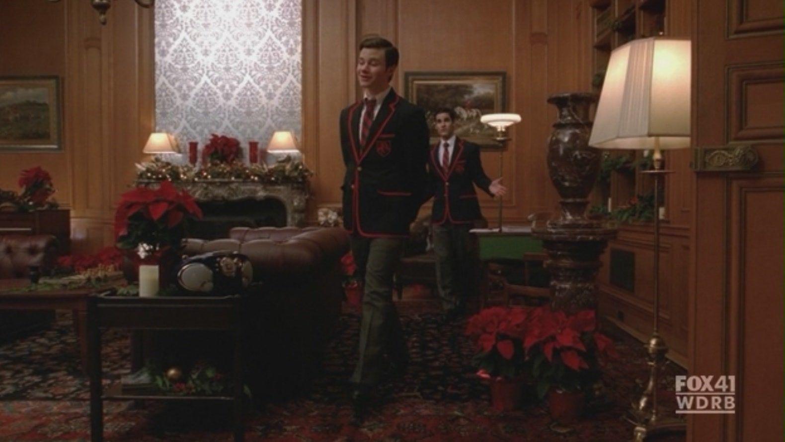 Sala de Reunioes dos Warblers (Rouxinois) Klaine-2x10-A-Very-Glee-Christmas-kurt-and-blaine-17533570-1580-891