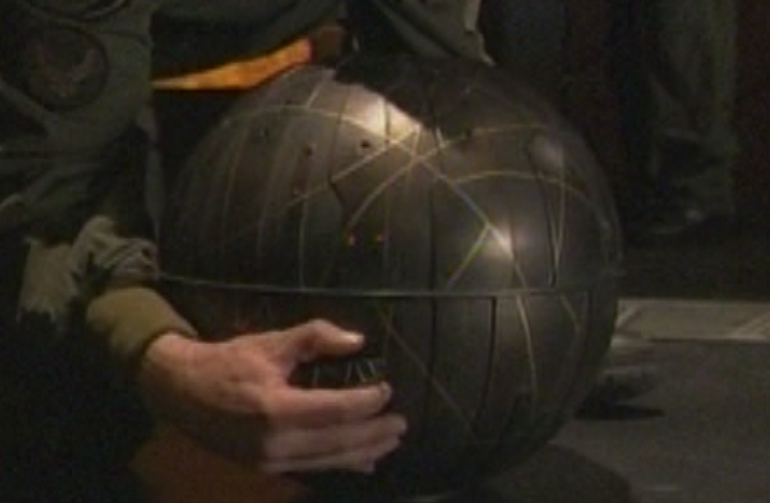 http://images4.wikia.nocookie.net/stargate/images/4/41/Bomb.jpg
