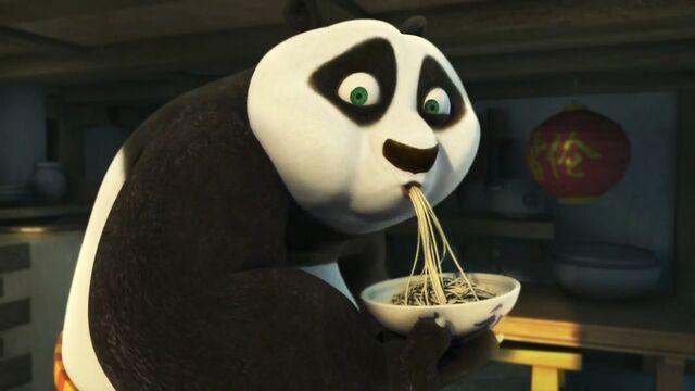 640px-Po_Eating_Bowl_of_Noodles.jpg
